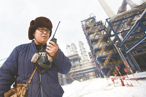 乌鲁木齐石化炼油厂员工春节坚守一线--中国石
