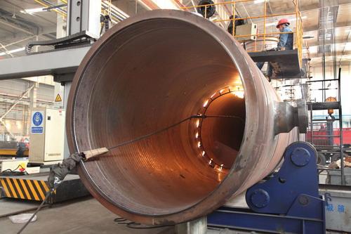这29台换热器,28台整体结构是机械厂自主设计,设备直径最大1600毫米