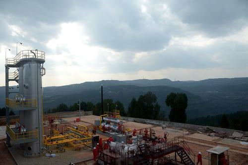通过井身结构优化,优选钻头及提速工具,西南油气田逐步形成超深井钻井